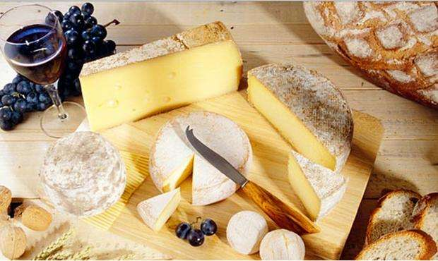 5 wine and cheese matches made in heaven